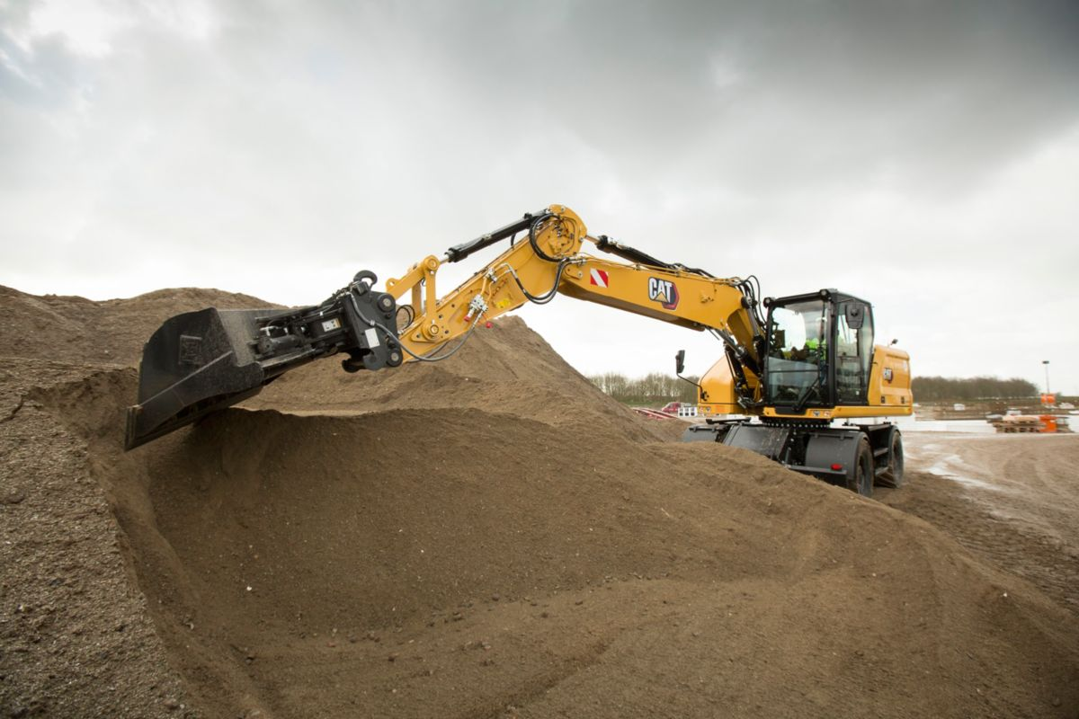 Efficiently dig with the M318 Wheeled Excavator