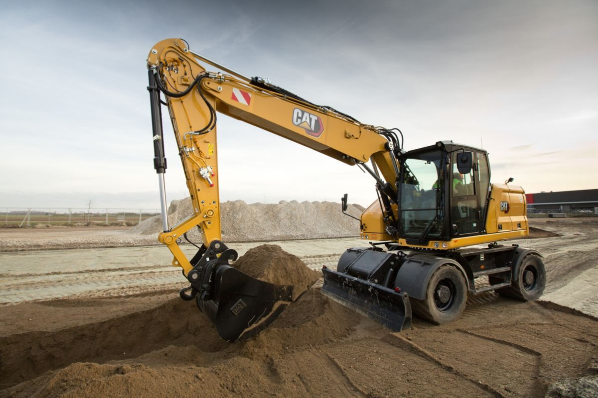 Dig efficiently with the M318 Wheeled Excavator